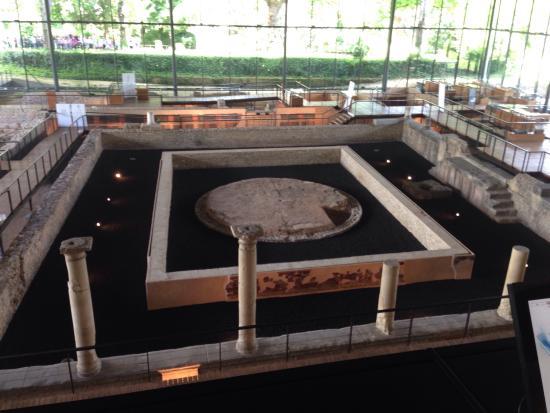 Vesunna Gallo-Roman Museum: The view of the villa from the balcony.