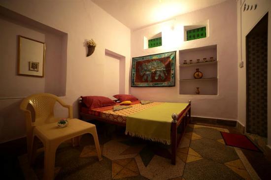 Mewargarh Palace: Room