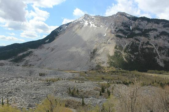 Frank Slide Interpretive Centre: Actual mountain where Frank Slide occurred.