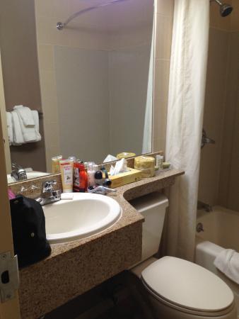 Super 8 Brooklyn : salle de bain propre