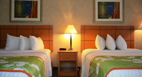 Econo Lodge Topeka: Nedroom 2 Queen Beds