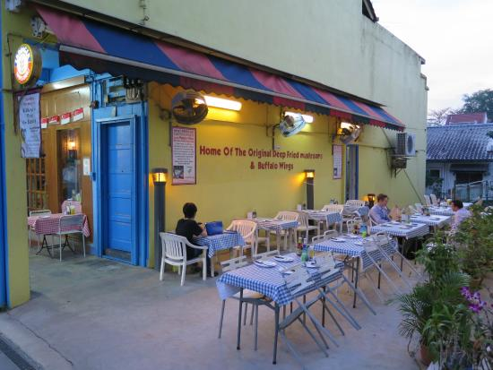 Jerry's BBQ and Grill: The outdoor seating at the side of Jerry's