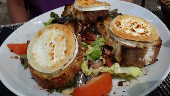 Chez Antoine : Salade chevre chaud