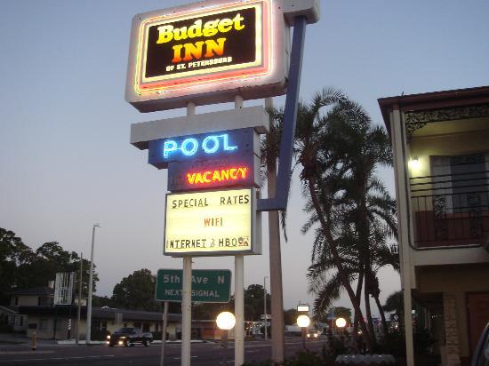 Budget Inn: В сумерки
