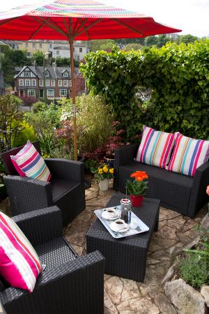 Ravenswood: The Front Terrace