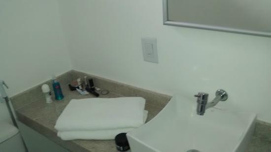 Pousada Alice: Banheiro Muito limpo e novo