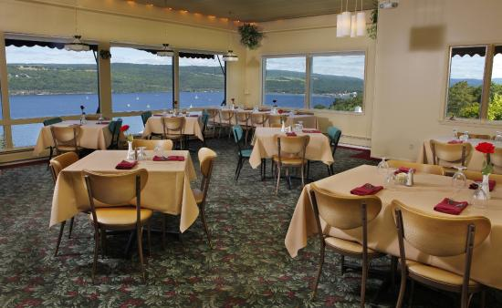 Montage Italian Grill: Enjoy a fabulous meal and watch the lake go by.