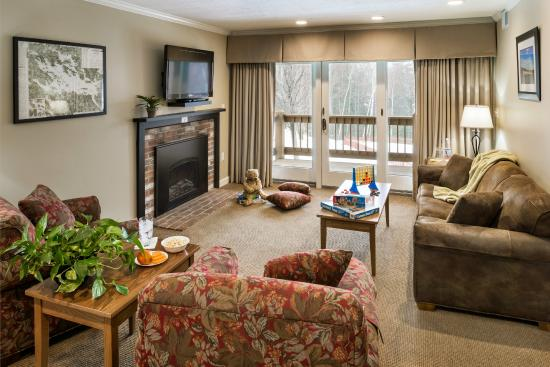 The Summit Resort: Living Room Signature Suite