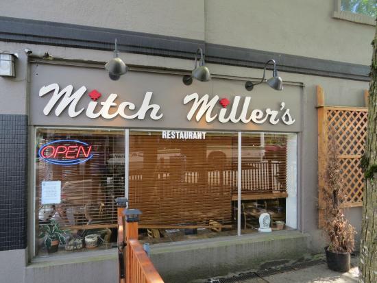 Mitch Millers: Exterior