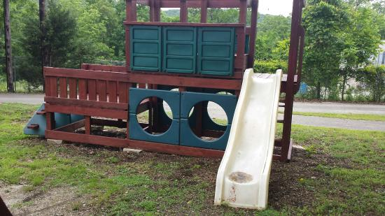 Branson KOA & Convention Center: An unmaintained playground is not kid-friendly.