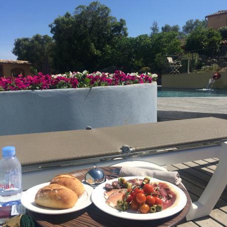 Le Roc e Fiori Hotel: Déjeuner Piscine