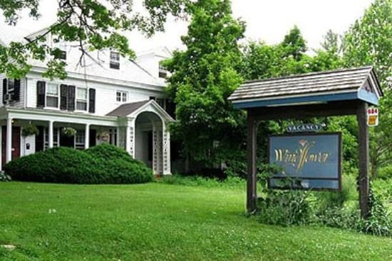 Windflower Inn: Spring Exterior