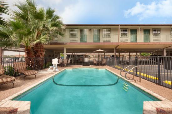 Days Inn by Wyndham Austin/University/Downtown: Exterior