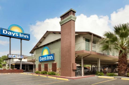 Days Inn by Wyndham Austin/University/Downtown: Exterior--Mid-day