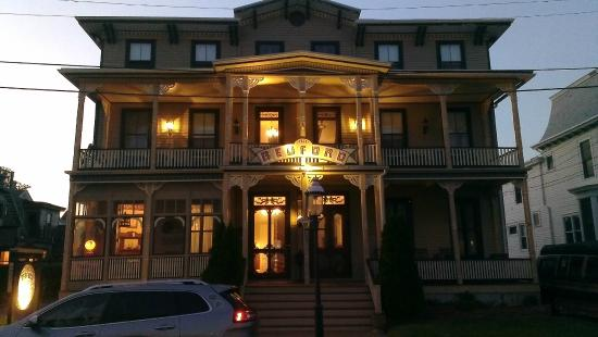 The Bedford Inn at dusk