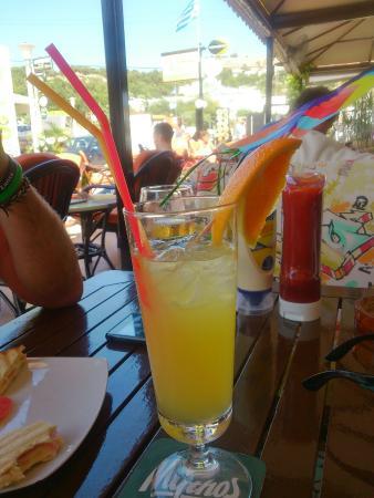 Jasmine Cocktail Cafe Bar: Zombie cocktail