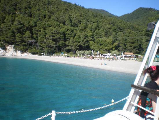 Bourtzi Boutique Hotel: Just one of the islands beaches