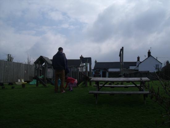 Court Farm Holidays: Garden play area