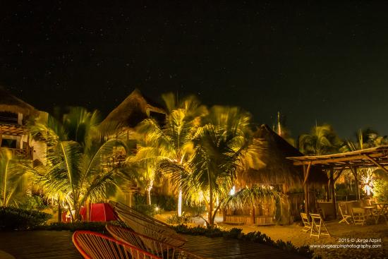 Villas Flamingos: Compound at night.