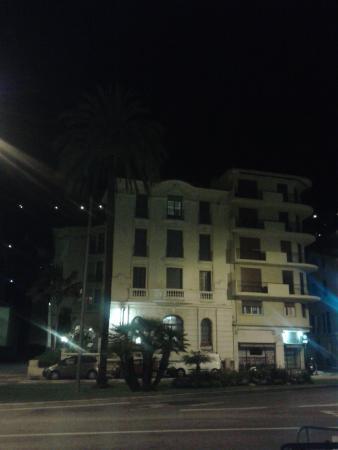 El Paradiso : Hotel by night