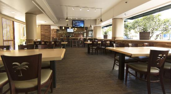 Waikiki Sand Villa Hotel: Wood and Bucket Restaurant