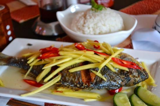 Saigon Lotus : deep fried fish in mango and chilli sauce
