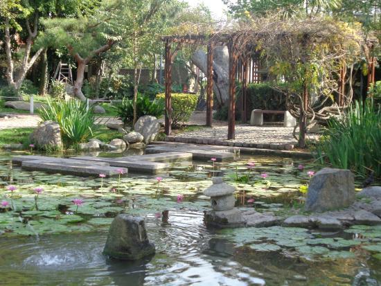 Foto de jardin japones buenos aires pergola lago for Jardin japones de escobar