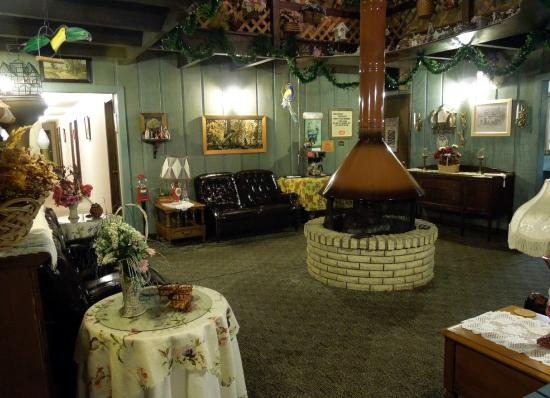 Wakefield, MI: Fireplace Gathering Room