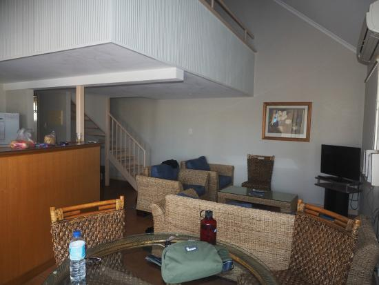 Potshot Resort : Dining area and lounge