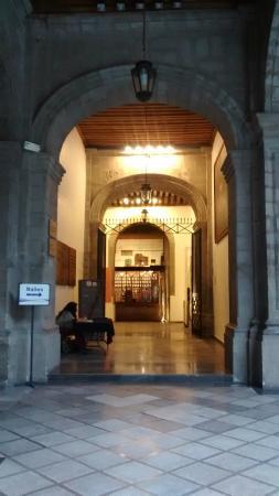 Edificio de la Secretaría de Educación Pública: Acceso a Auditorio y Sanitarios