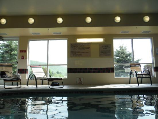Country Inn & Suites By Carlson, Big Flats (Elmira): Indoor Pool w/ a View