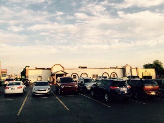 Puerto Vallarta Mexican Restaurant: Plenty of Parking for this BUSY Restaurant