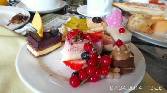 River Cafe (Ningbo Marriott Hotel)