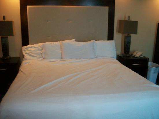 Captains Quarters Resort: Clean, Comfortable King Size Bed
