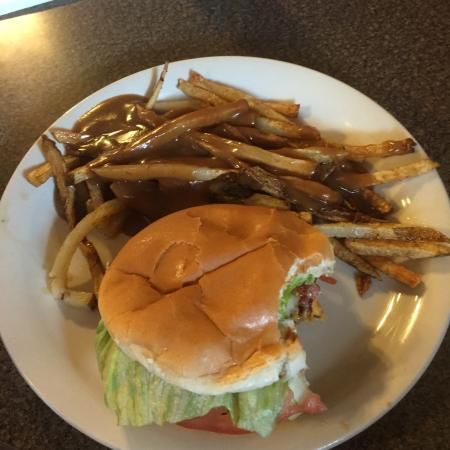 Shadyside, OH: A Bacon Cheeseburger with gravy fries YUM!!!