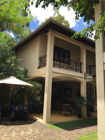 Entrance - Heritage Suites Hotel Photo