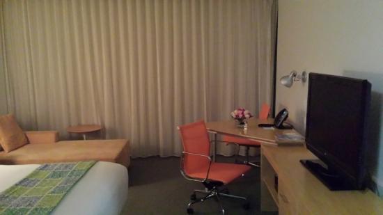 La Concha Renaissance San Juan Resort: Roses waiting for me in my bedroom