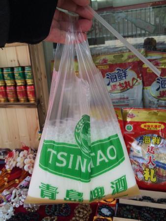 Qingdao Beer Street: Traditionelles Biertrinken