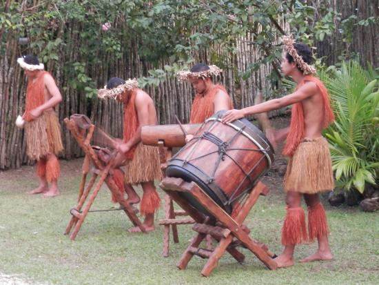 Highland Paradise Drums of our Forefathers Sunset Culture Show: Welcome drumming