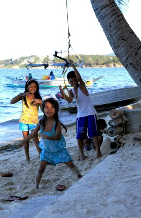 Buruanga Beach: Children on the beach