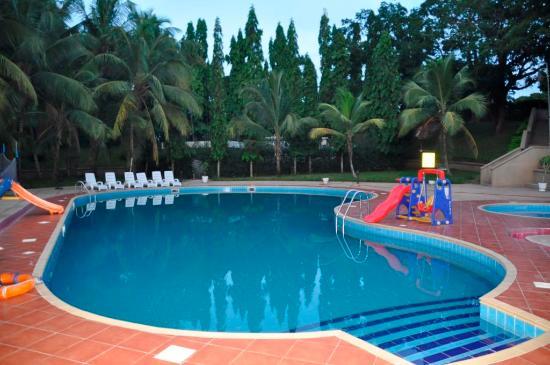 Volta Hotel Akosombo: La piscine de l'hôtel