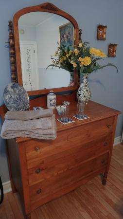 A Tout Venant B&B et Massotherapie: Loved the charming details in the Blueberry room