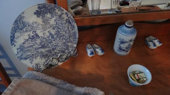 A Tout Venant B&B et Massotherapie: Blueberry room wonderful touches