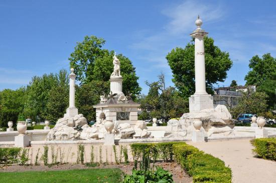 Fuente de Hercules y Anteo