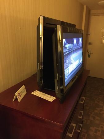 "American Inn of Bethesda: This is how they ""fixed"" the TV."