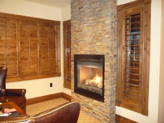 White Buffalo Club - Hotel: cozy fireplace; double, inside and out