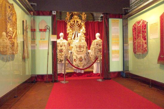 Caramagna Piemonte, Italia: Mostra Sacri Telai e Sante Reliquie