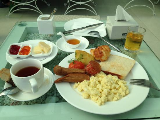 Gaju Suite Hotel: Breakfast