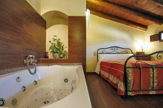 999aa54868c81 Apartamentos Rurales Santa Agueda  Casa La Maria...Apto Pascualeta Atico  con Jacuzzi