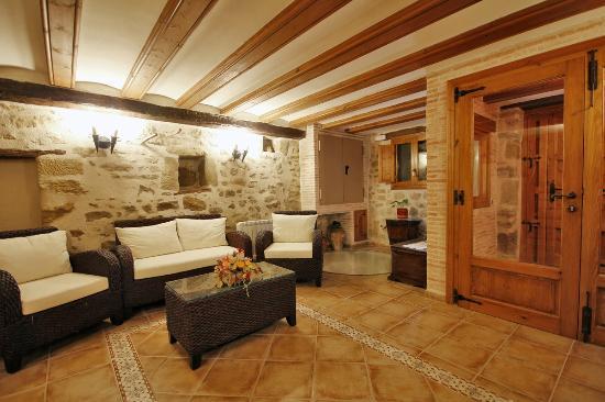 b188e6c141958 Apartamentos Rurales Santa Agueda  Casa La Maria...Hall de entrada
